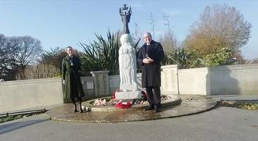 Rembrance 2020 Mayor And Chaplain